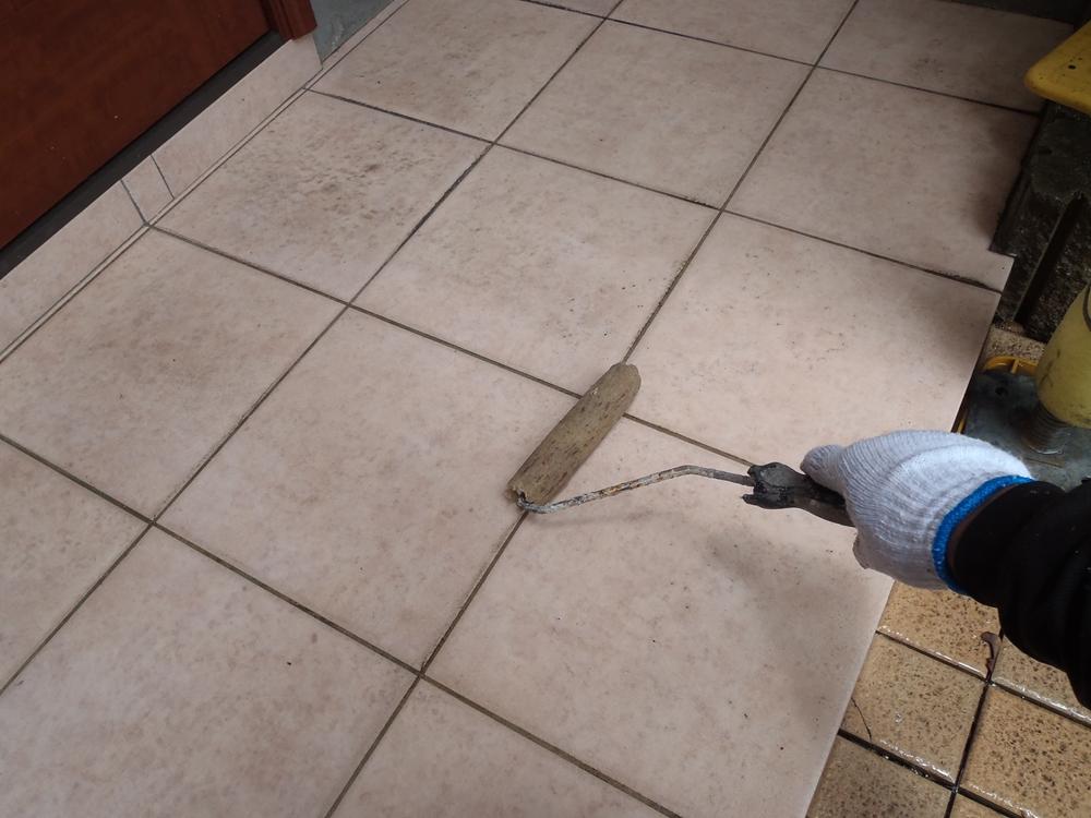 玄関ポーチ高圧洗浄前準備
