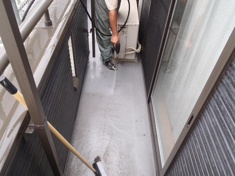 ベランダ高圧水洗浄