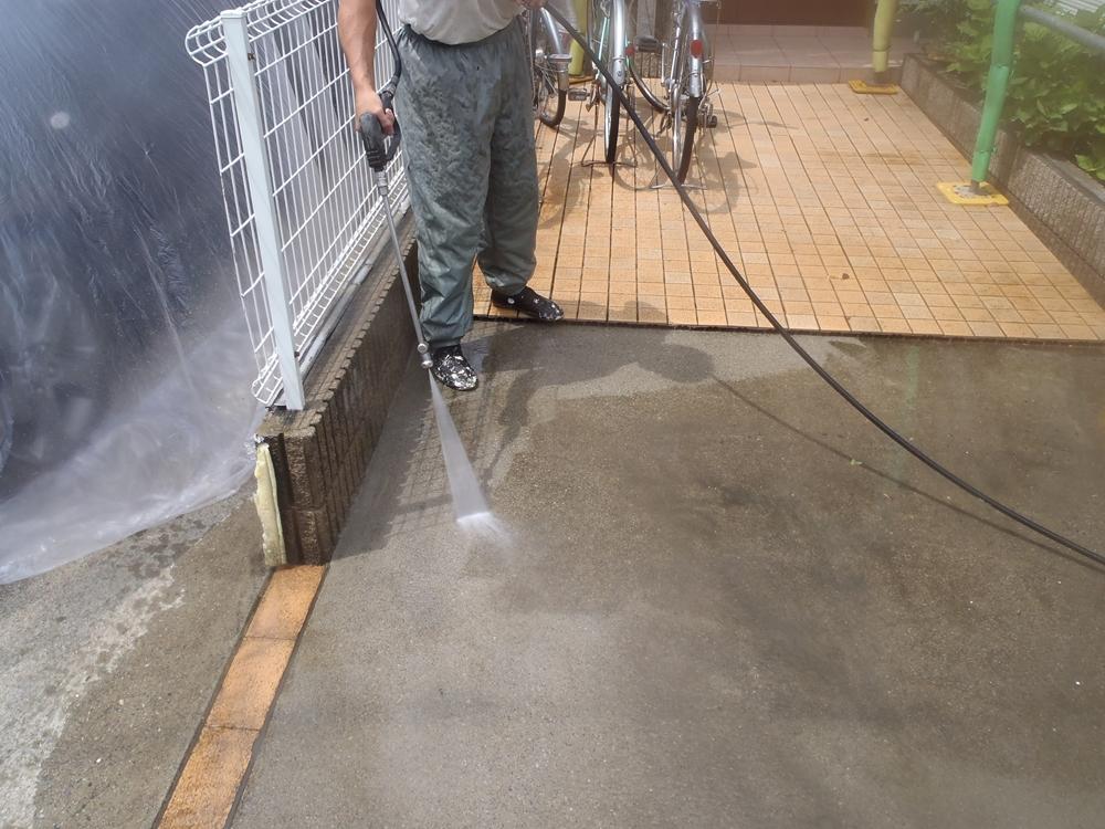 車庫の高圧水洗浄