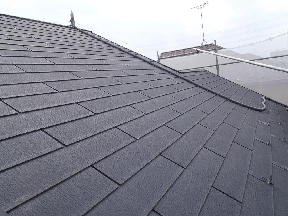 高圧水洗浄をし塗装前のスレート屋根