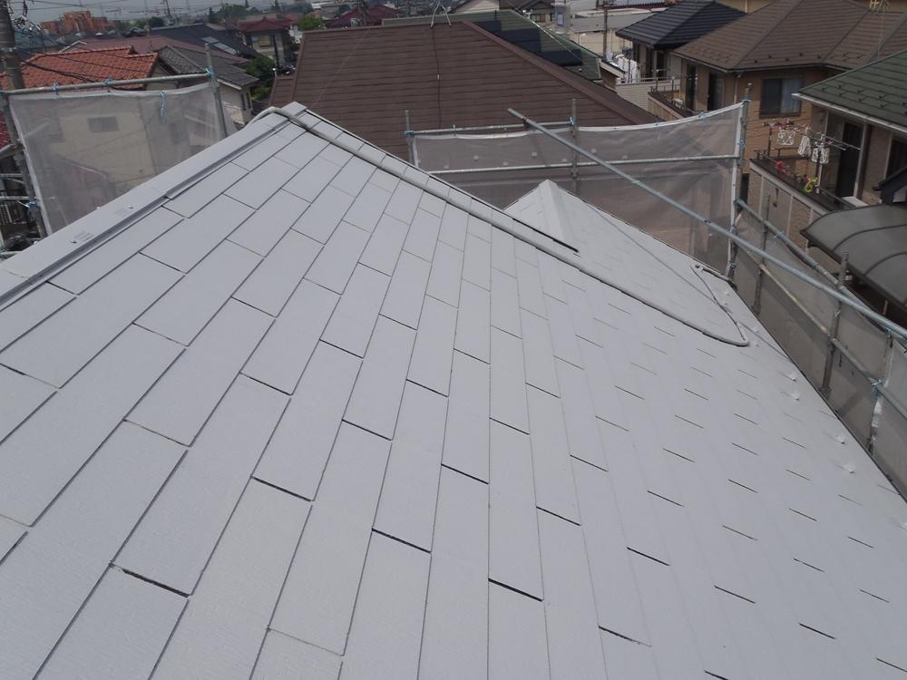 アステック「HBプライマーJY-IR」で下塗り完了したスレート瓦屋根