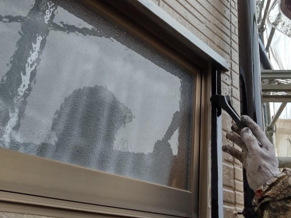 伊奈町外壁塗装鉄部窓枠上塗り