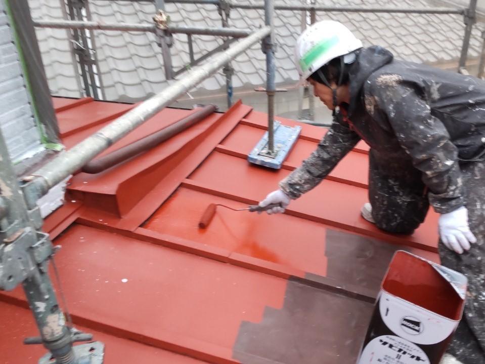 伊奈町トタン下屋根の錆止め下塗り塗装