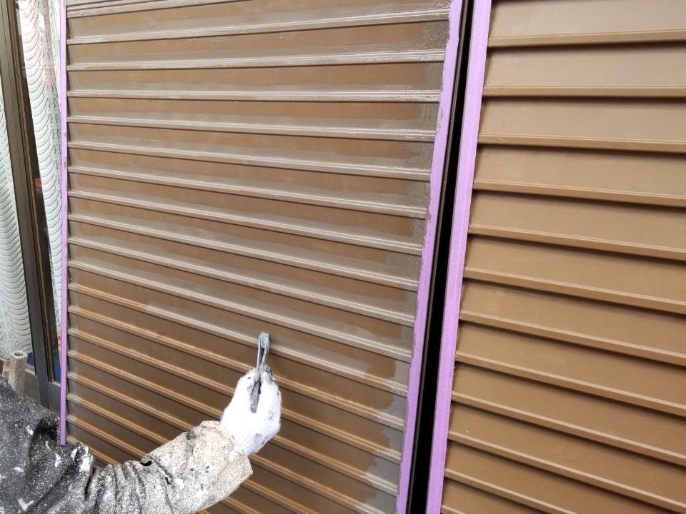 伊奈町外壁塗装時に雨戸を塗装
