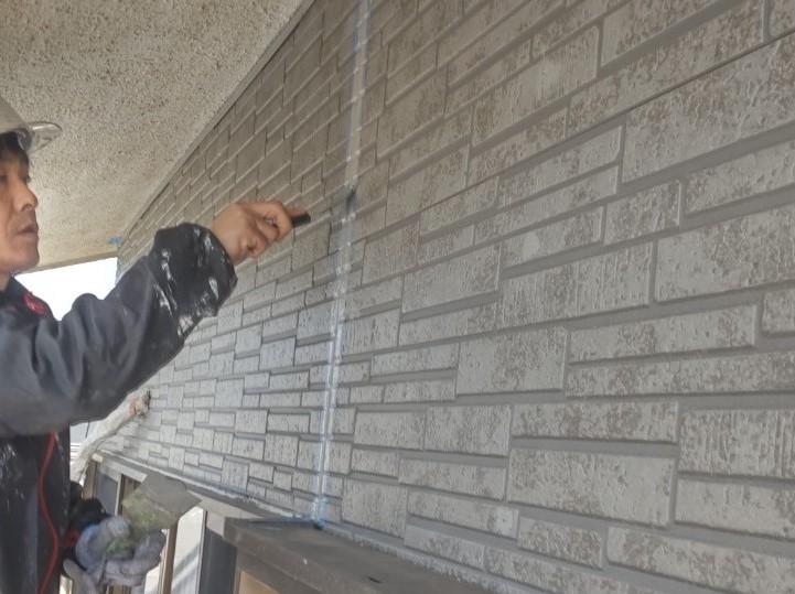 伊奈町外壁サイディング目地シーリング打替えオートンイクシード充填後表面均し