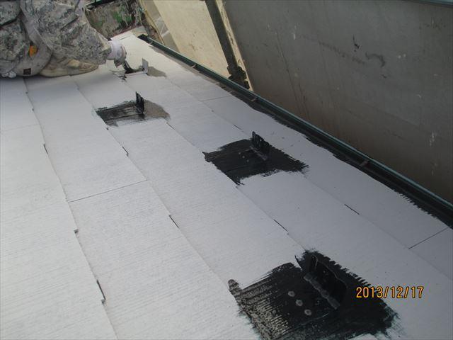 屋根の雪止め中塗り