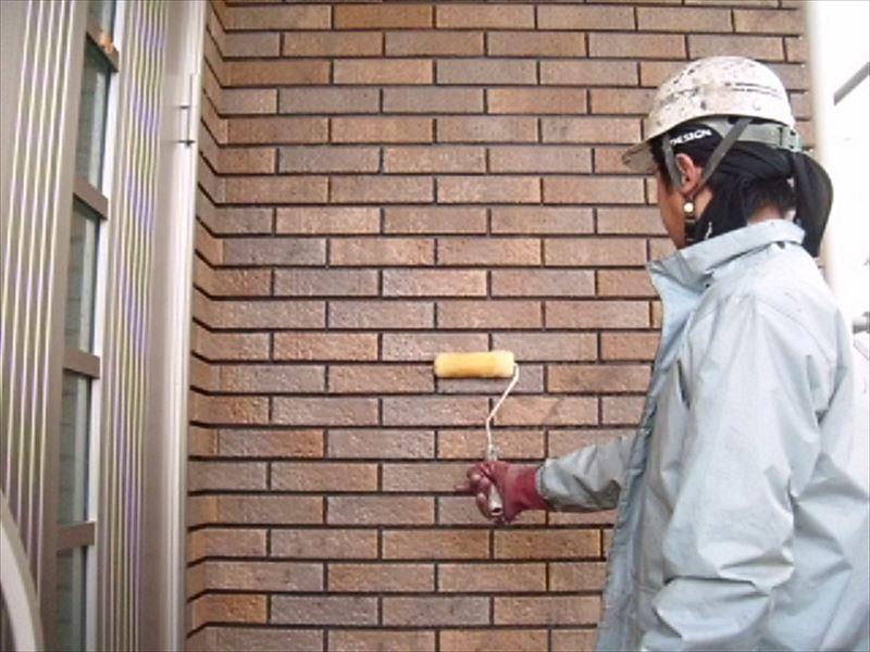 玄関前のタイル高圧洗浄前に洗剤