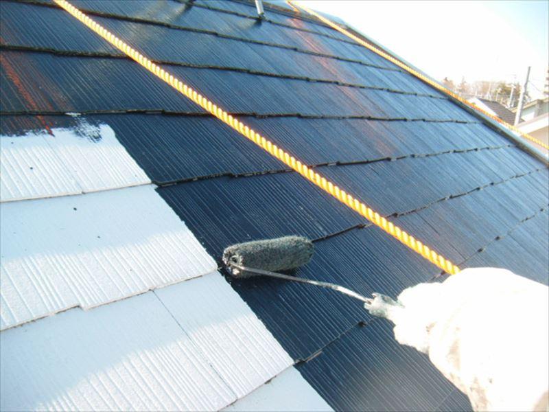 スレート屋根の中塗り作業