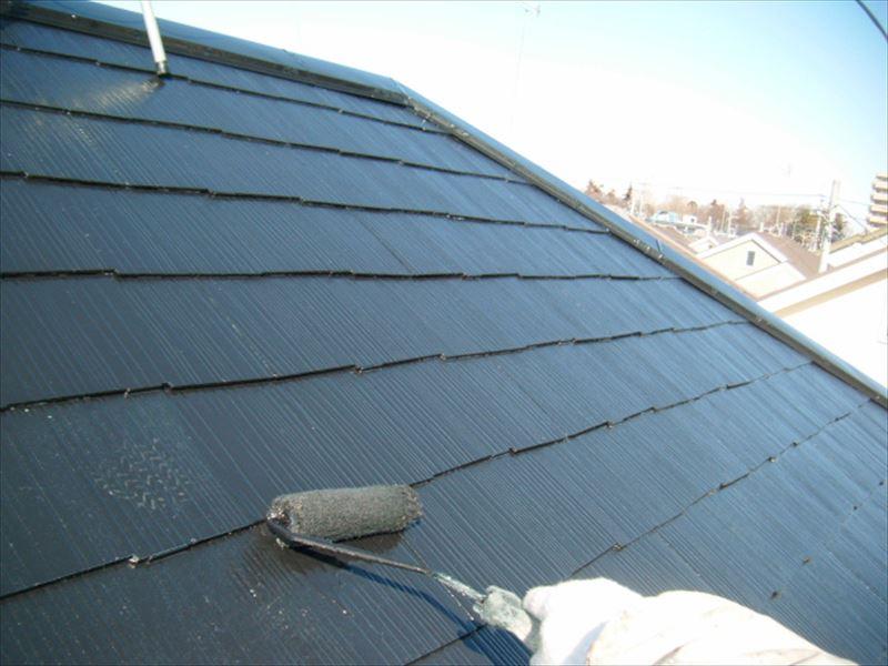 スレート屋根の上塗り作業
