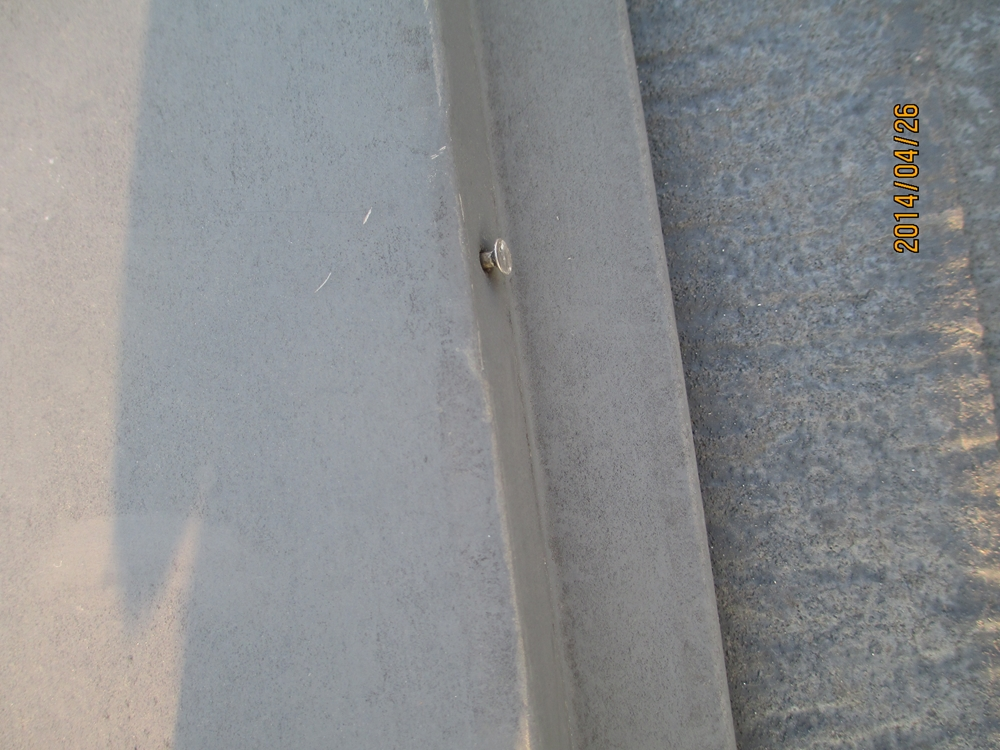 棟板金の釘浮き