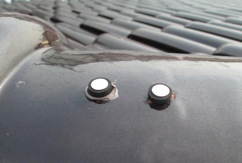 浮いている棟瓦止め釘の補修