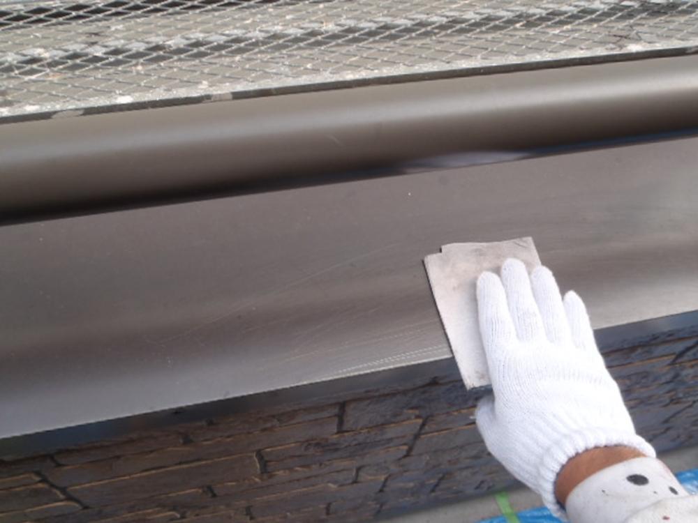 塗装前の鉄部ケンマ作業