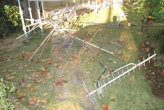 さいたま市北区屋根塗装の為不要アンテナ撤去