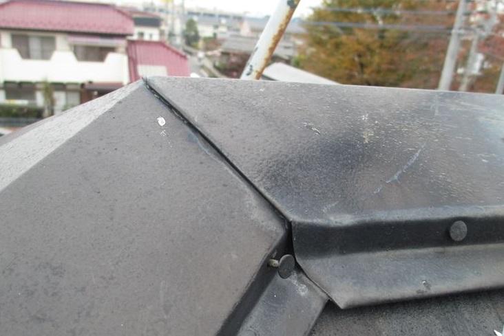 蓮田市の屋根塗装前点棟板金の釘浮き