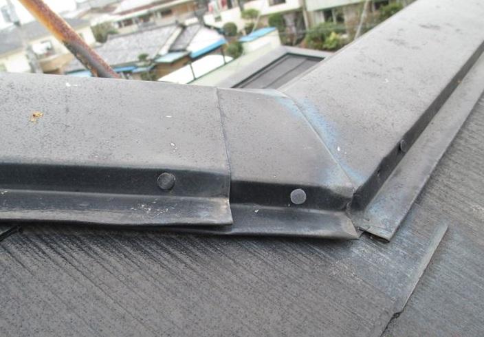 蓮田市の屋根塗装前点検隙間のある棟板金