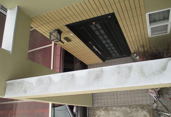 蓮田市の無料点検玄関ポーチの柱汚れ