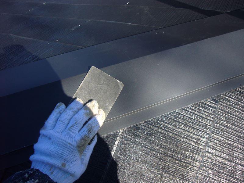 棟板金塗装前のケレン作業