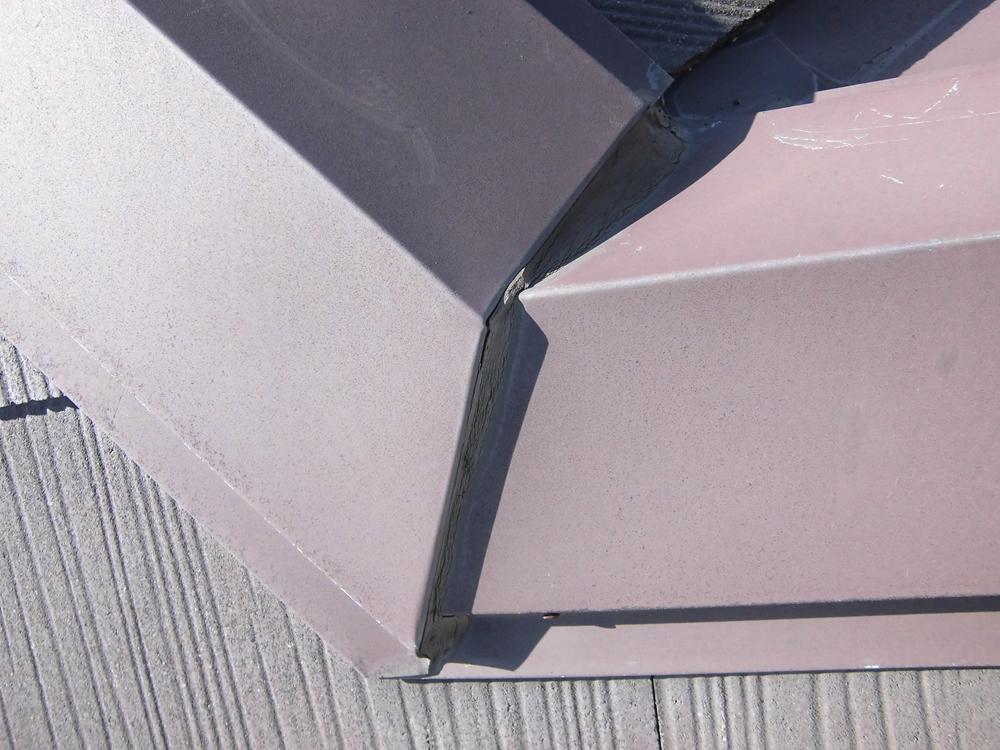 棟板金継ぎ目の接続材の劣化