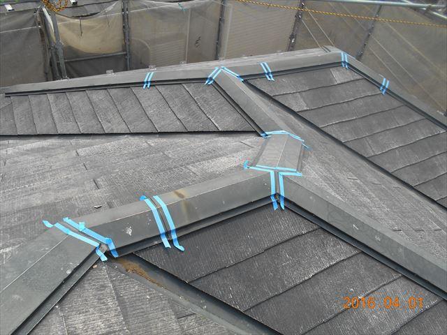 上尾市スレート屋根瓦塗装前の補修