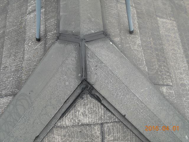 上尾市スレート屋根瓦塗装前にシーリング材で補修