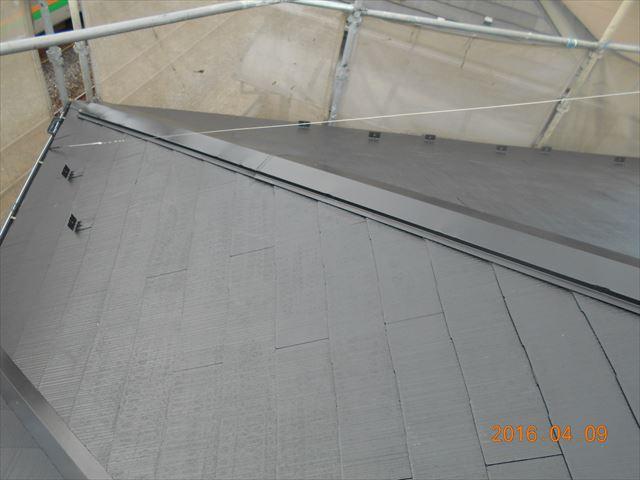 上尾市スレート瓦屋根塗装下塗り