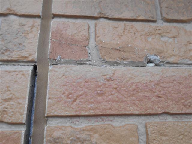 目地の隙間とサイディングボードの破損