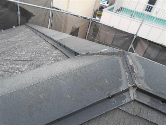 屋根洗浄後・棟トタン補修