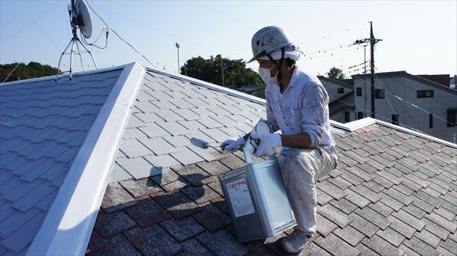 屋根下塗り作業2べスコロフィラーグレー
