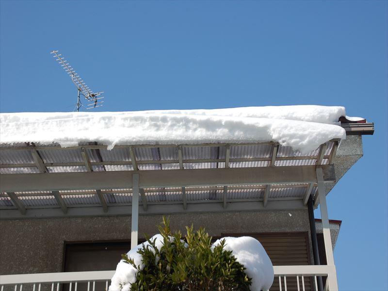 ベランダ屋根の雪