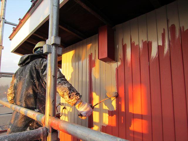 倉庫トタン壁中塗り