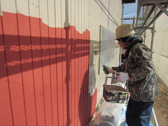 倉庫トタン壁中塗り3