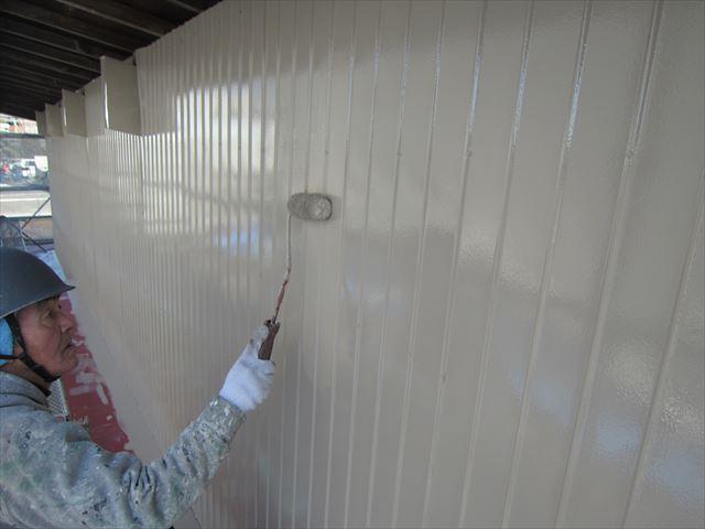 トタン外壁上塗り作業