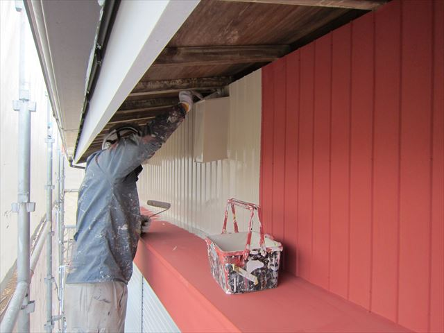 倉庫トタン壁中塗り2