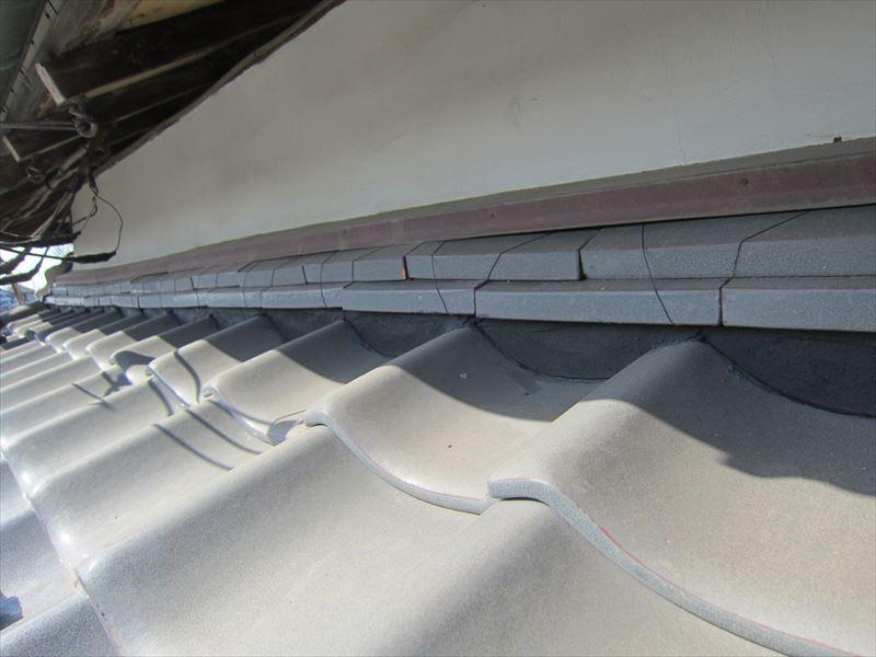 壁と下屋根の堺面戸