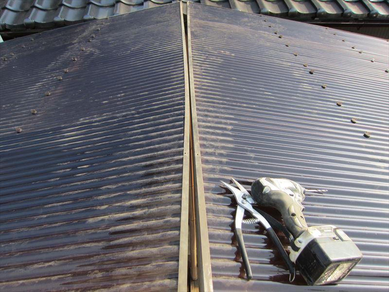 カーポート屋根中央の隙間