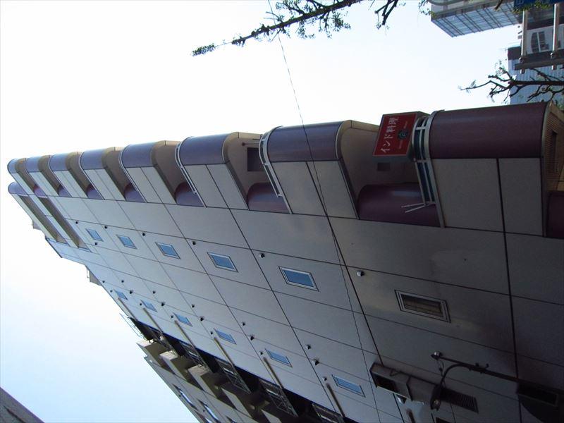 数年前に塗装したビル表面1