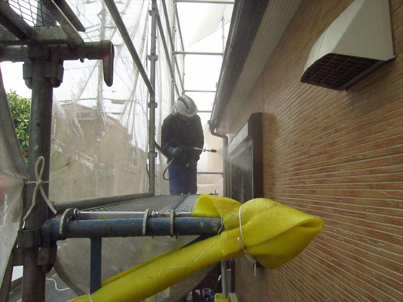 1階シャッターボックスの高圧洗浄