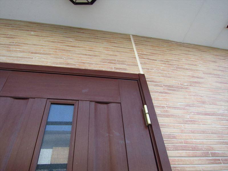 玄関ドア廻りのシーリング