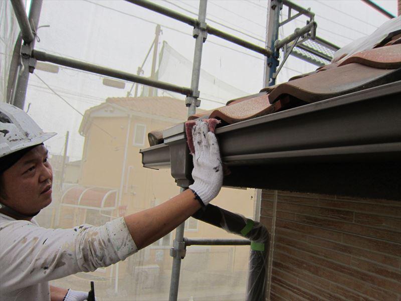 雨樋のケレン作業