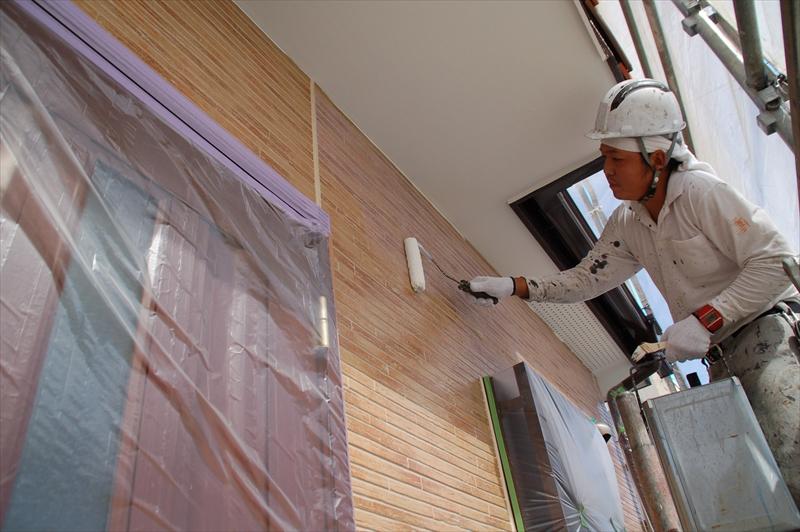 外壁をアステック「無機ハイブリッドクリヤー」で上塗り