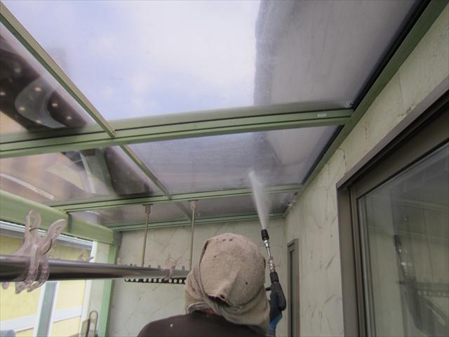 ベランダ屋根高圧洗浄1