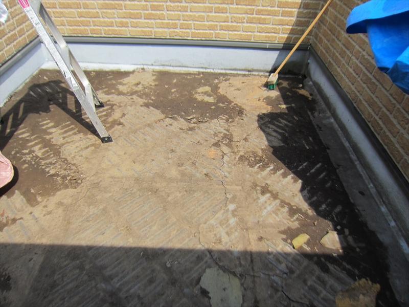 バルコニー床材全て剥がし清掃