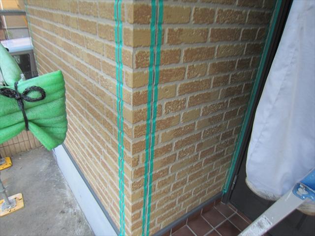 サイディング外壁目地養生作業