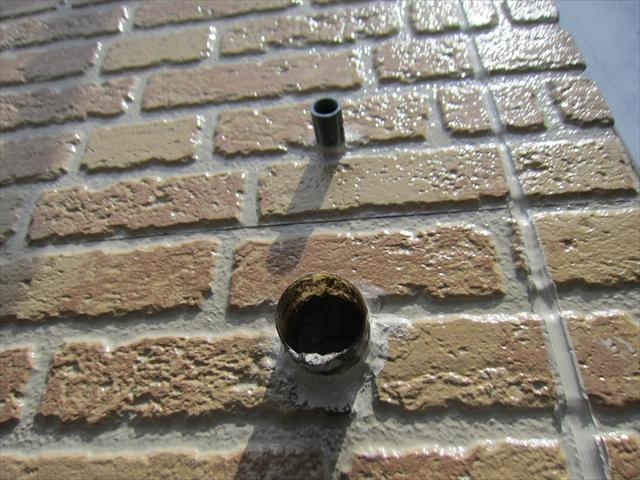 外壁南面の排水溝を補修