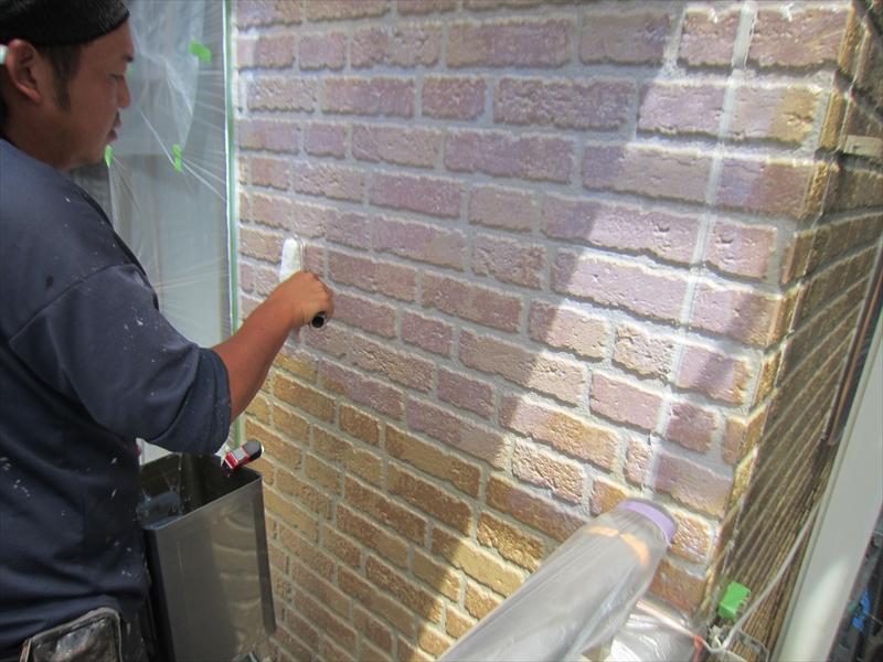 アステックペイント「無機ハイブリッドクリヤー」で外壁の上塗り