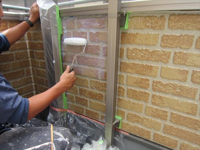 外壁上塗りベランダ内側ローラーで