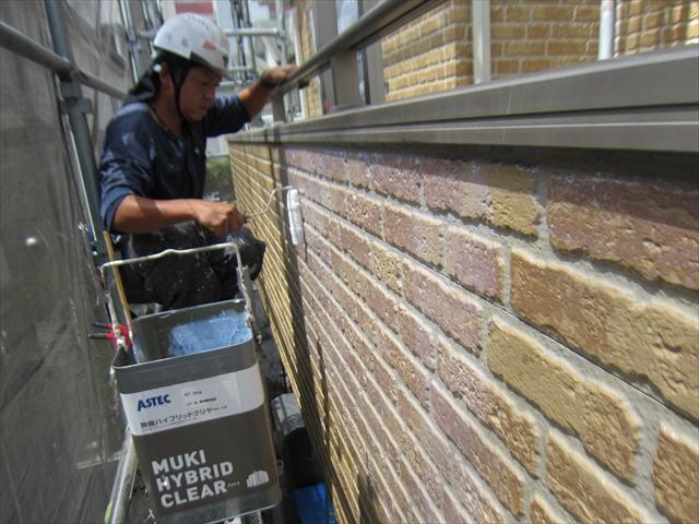 外壁上塗りベランダ外側ローラーで