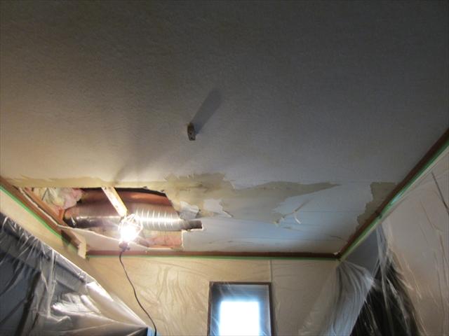 キッチン天井雨漏りヶ所