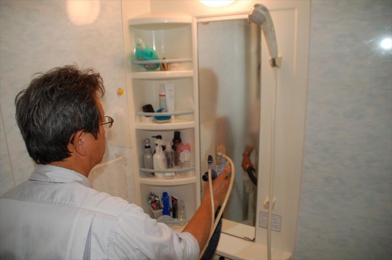 浴室の鏡へ光触媒コーティング
