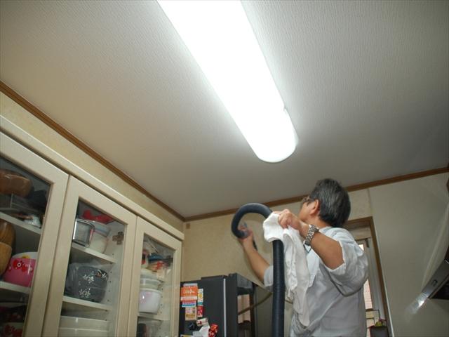 キッチン天井光触媒散布2